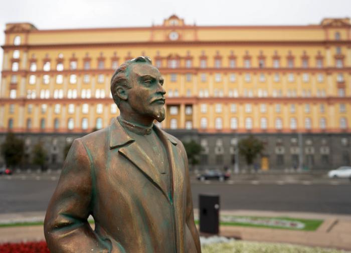 В Волгограде рухнул памятник защитникам Сталинграда