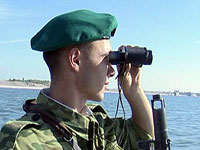 Российские пограничники задержали панамскую шхуну за