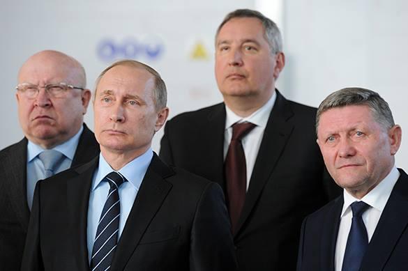 Они ему пригодятся. Владимиру Путину вручили ключи от мирного не