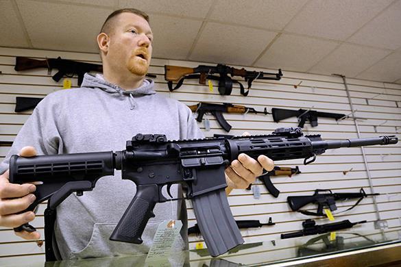 Аризона объявляет федеральные законы об оружии недействующими на ее территории. Оружейный магазин в США