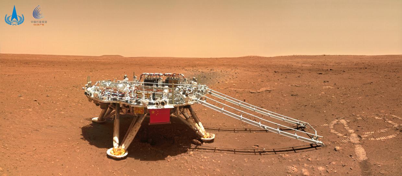 Марс реально красный: Китай опубликовал фото, присланные марсоходом