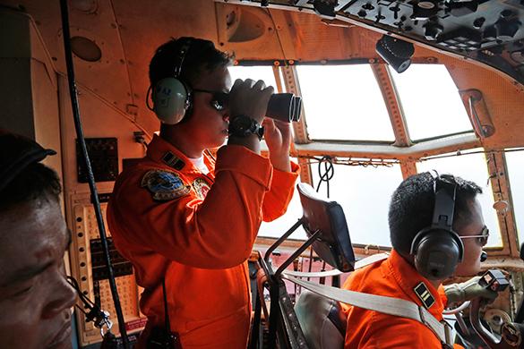 Спасатели нашли пропавший авиалайнер AirAsia. авиалайнер, спасательная операция
