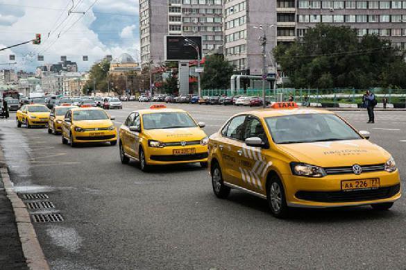 Названо число ежедневных поездок на такси в Москве. 392996.jpeg