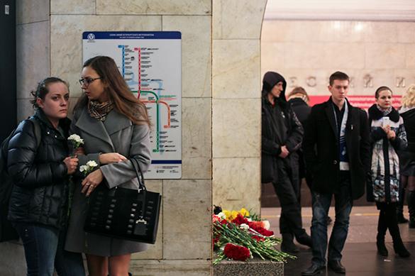 Очевидцы приняли теракт в метро Петербурга за взрыв телефона