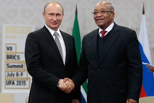 Президенты России и ЮАР Владимир Путин и Джейкоб Зума