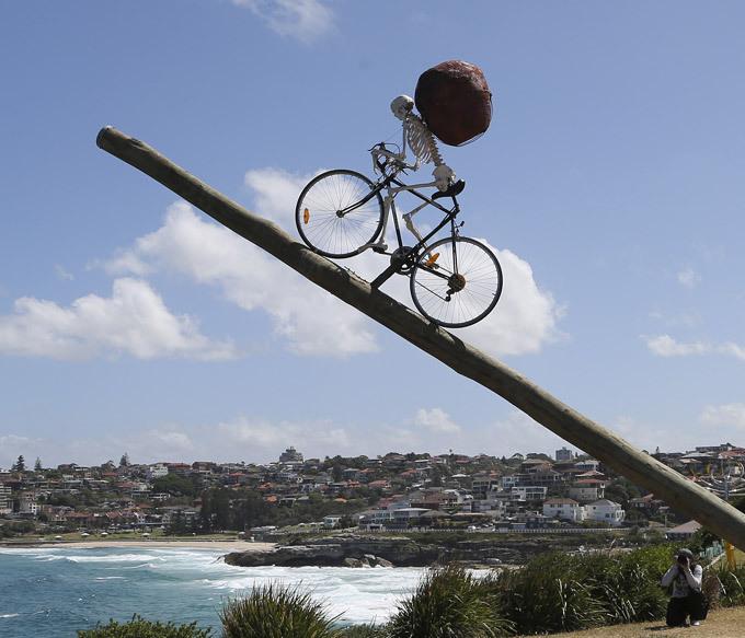Под открытым небом Австралии скульптору простор для самовыражения