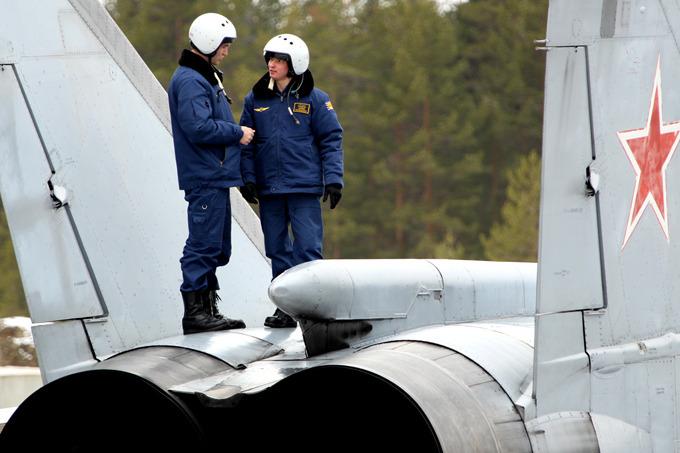 Истребитель-перехватчик МиГ-31. первый советский боевой самолет четвертого поколения