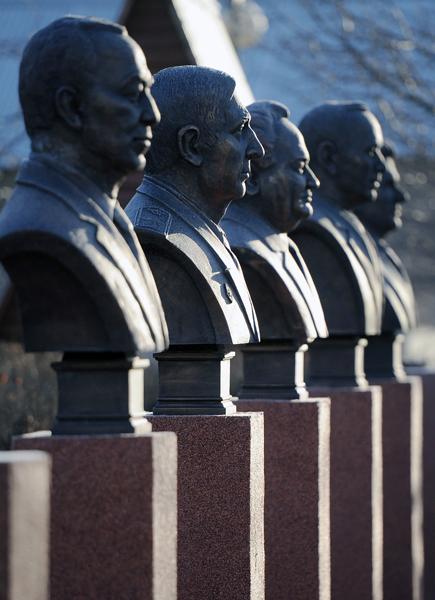 """Парк """"Музеон"""" очистили от незаконных памятников"""