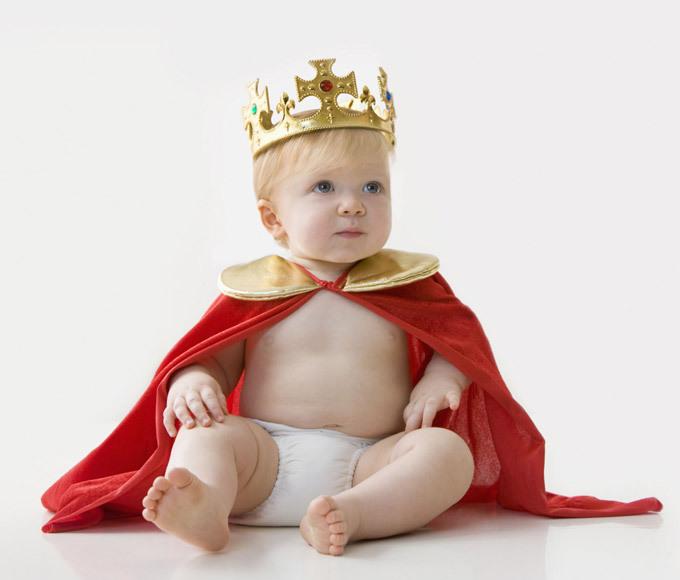 """В Британии - мода на """"королевские фотосессии"""" для малышей"""