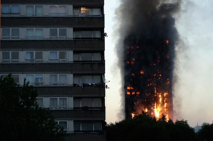 На западе Лондона пылает небоскреб