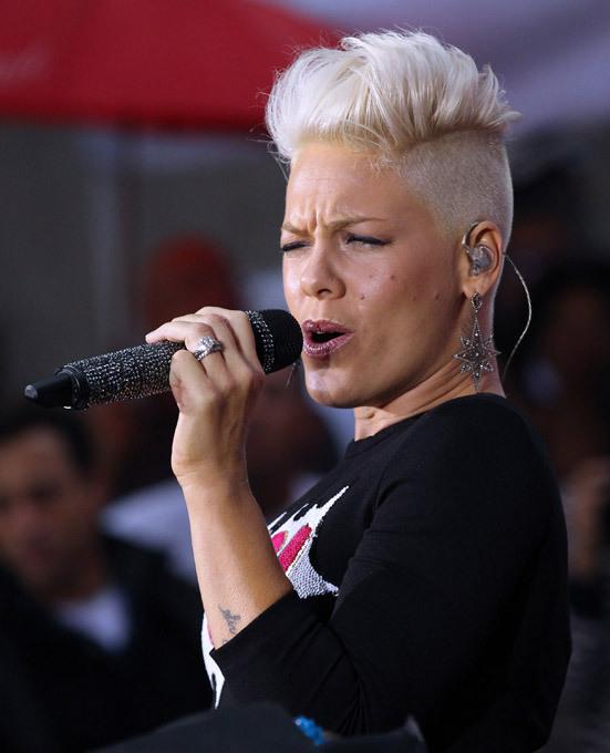 Журнал Billboard назвал певицу Пинк женщиной года