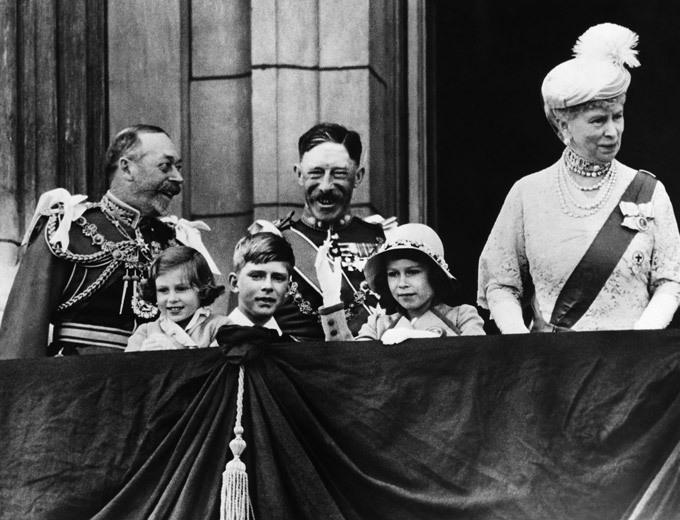 Королева Елизавета: ретроспектива фотографий