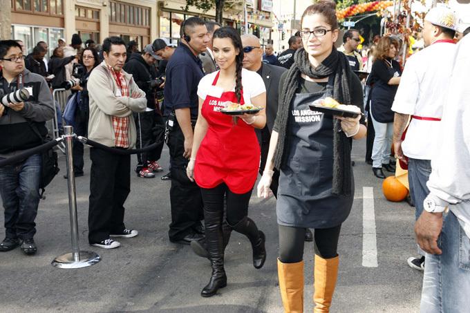 Звезды Голливуда накормили бедняков