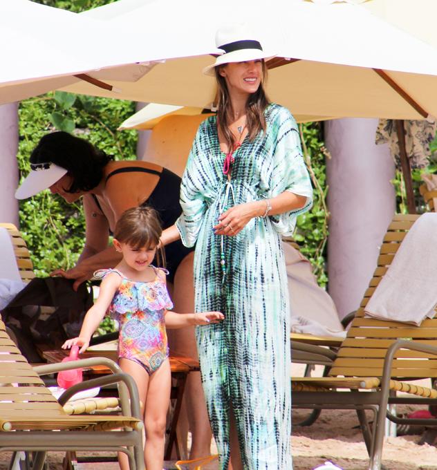 Летние каникулы Алессандры Амбросио