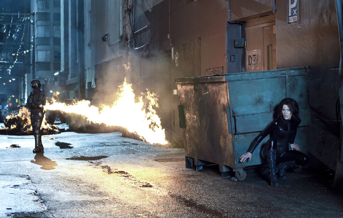 """Кейт Бекинсейл: """"Вооружена и очень опасна"""""""