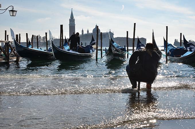 В Венецию пришло цунами