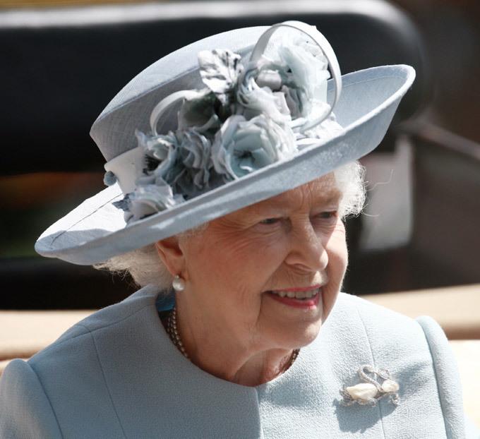 Монархи и миллионеры похвастались шляпками на Royal Ascot