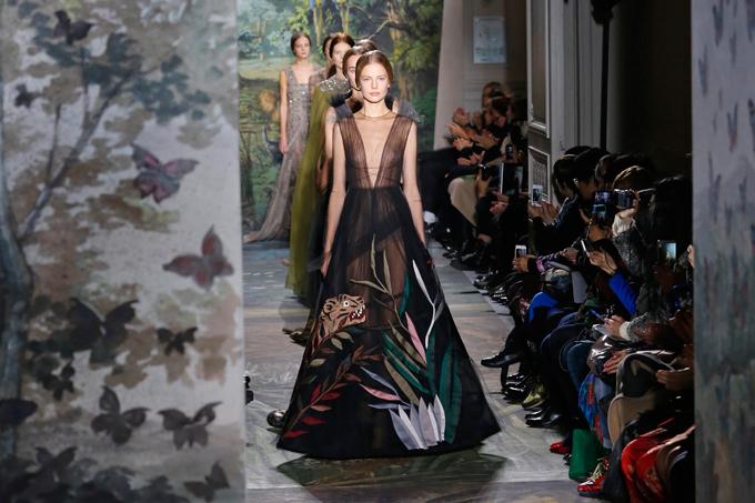 Показ Valentino на Неделе высокой моды