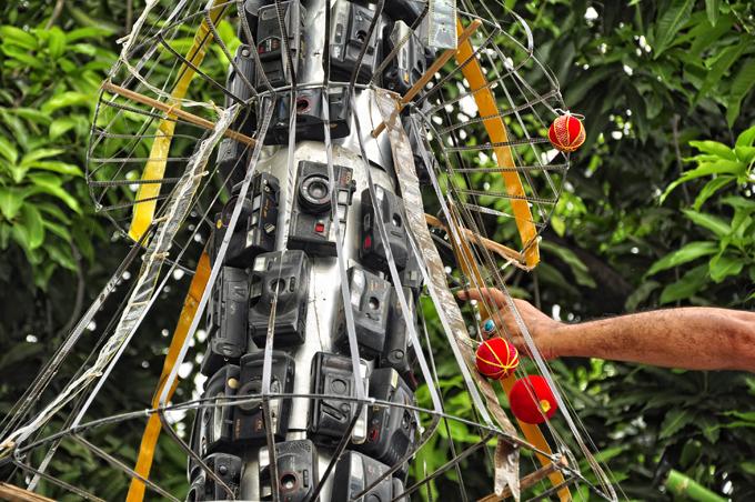 Рождественские истории: елка, украшенная фотокамерами