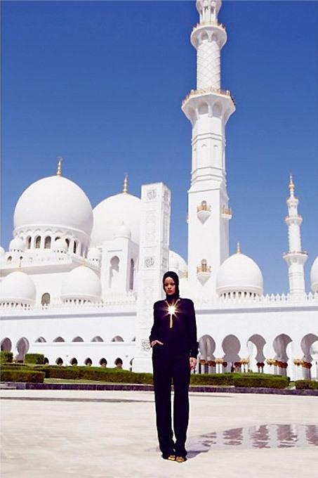 Рианна: скандальная фотосессия в мечети