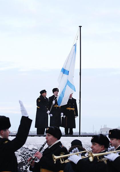 фиолетовые фото андреевского флага и атомной подлодки новым счастьем