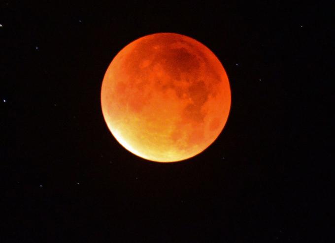Грозное предупреждение кровавой Луны. Фото для потомков?