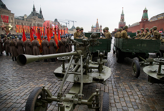 Военно-исторический парад на Красной площади