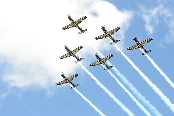 Авиационный парад в честь Нельсона Манделы