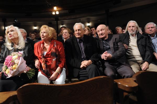 просочилась актеры мхата им чехова фото женские
