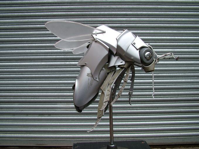 Уникальные скульптуры из автомобильных колпаков