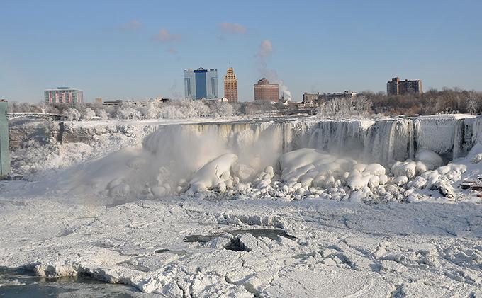 Ниагарский водопад во льдах