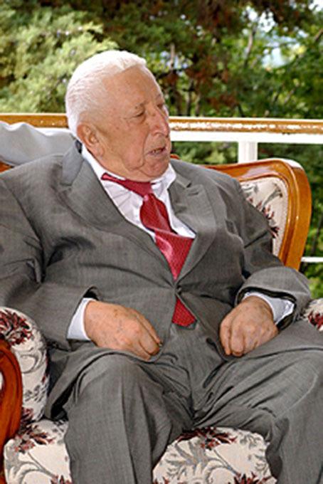 Гении дня (08.09): актеры. Расул Гамзатов