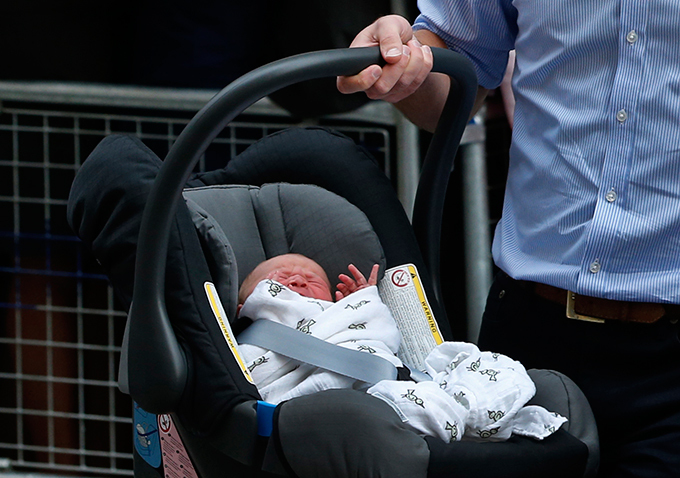 Принц Уильям и Кейт показали миру своего сына