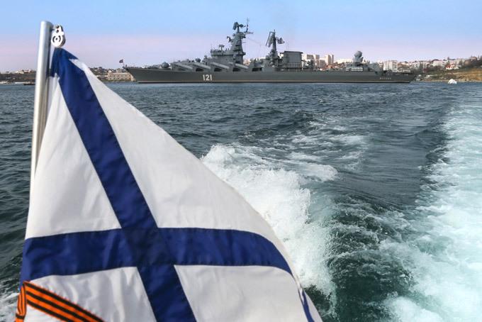 День Черноморского флота: Андреевский флаг с георгиевской лентой