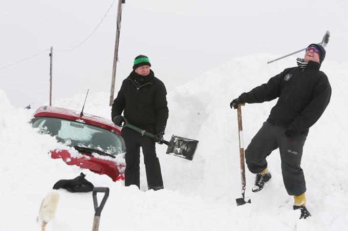 Как быстро очистить машину от снега