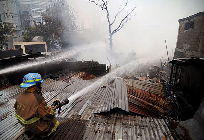 Сильнейший пожар в филиппинских трущобах