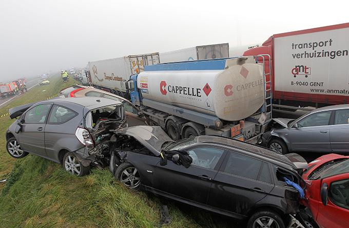 В Бельгии столкнулись сто автомобилей