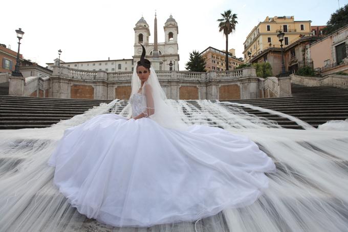 Свадебное платье с трехкилометровым шлейфом