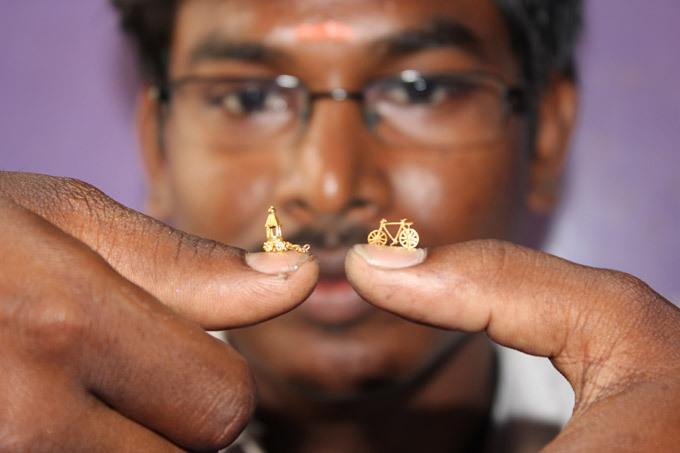 Индийский левша создает золотые шедевры весом 1 грамм