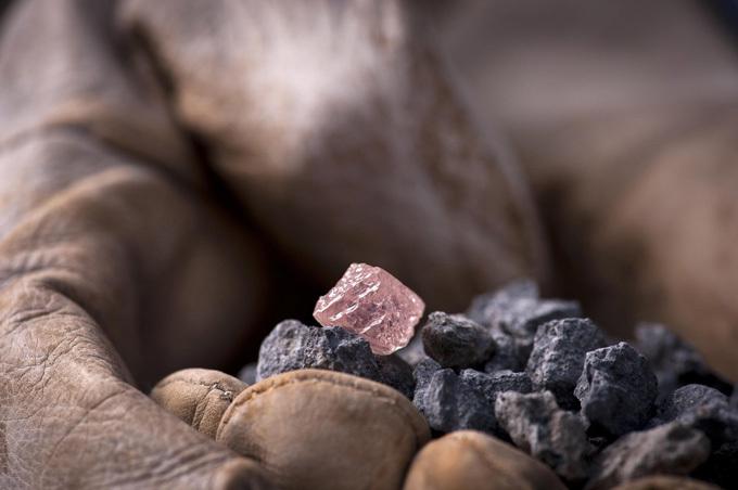 В Австралии нашли уникальный розовый алмаз