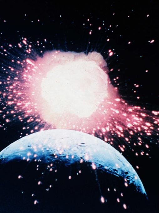 Пугающие теории о Луне. Столкновение с метеоритом