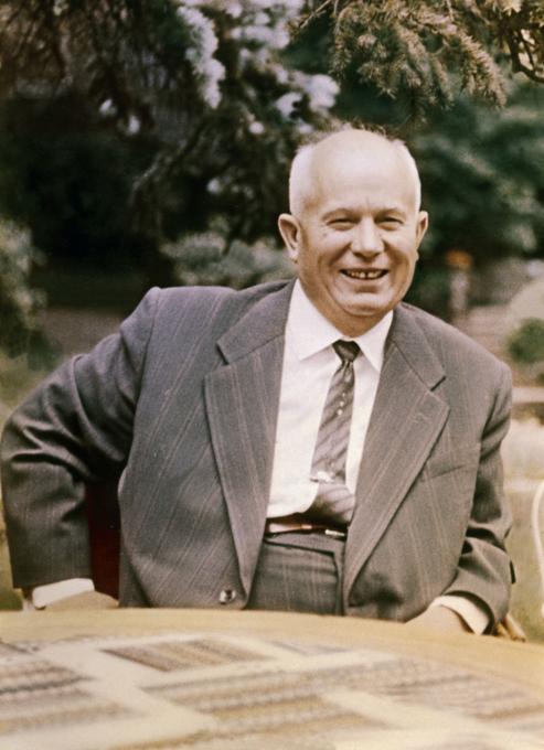 Нелюбимый вождь Никита Хрущев.  А почему его расхваливали?