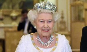 Королева Британии лишила принца Чарльза права на корону