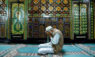 В Баку восемь человек погибли в бою с исламистами на территории мечети