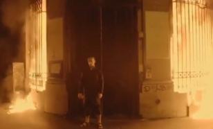 """""""Горячая"""" акция Павленского в Париже попала на видео"""