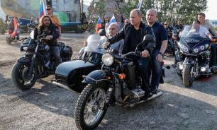 Юрист попросил наказать Путина за езду на мотоцикле без шлема