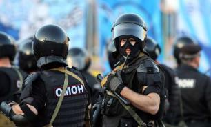Петербургская гимназия пригласила на школьную линейку сотрудников ОМОН