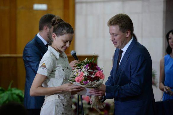 Врио главы Севастополя вручил жилищные сертификаты многодетным семьям
