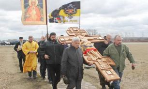 Бандеровские мракобесы заблокировали Крестный ход на Украине