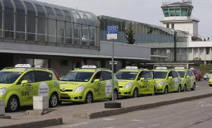 Таксистам в рижском аэропорту приходится платить бандитам